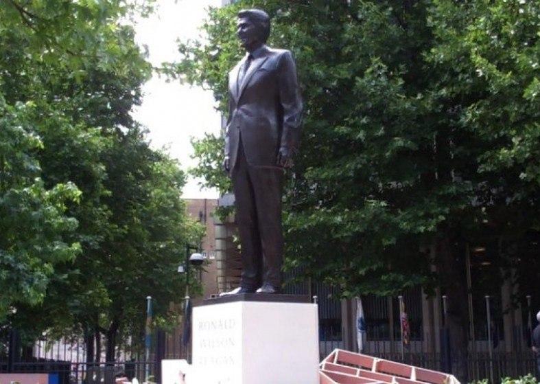 Ronald Reagan bronze statue, London