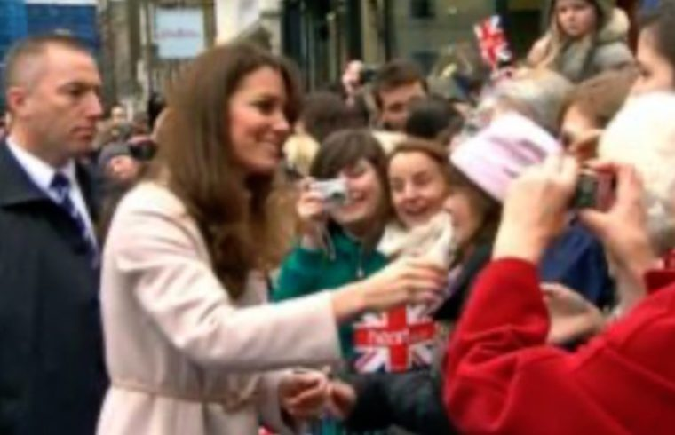 Baby For Kate and Wills meeting the people