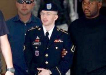 Whistleblower Bradley Manning apologises