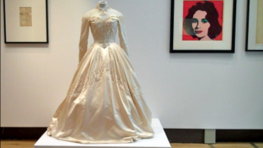 Christie 39 s sell liz taylor 39 s wedding dress beautiful for Elizabeth taylor s wedding dresses