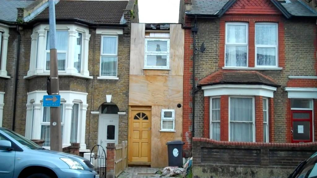 London 39 S Narrowest House Reverts To Garage Illegal