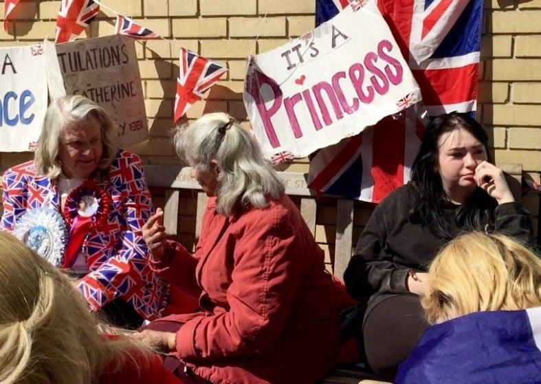 Royal baby wait the crowd