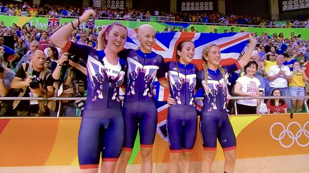 women cyclists win gold in pursuit track