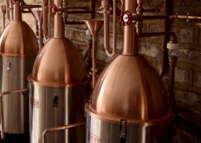 'Illicit' London gin distillery re-opens