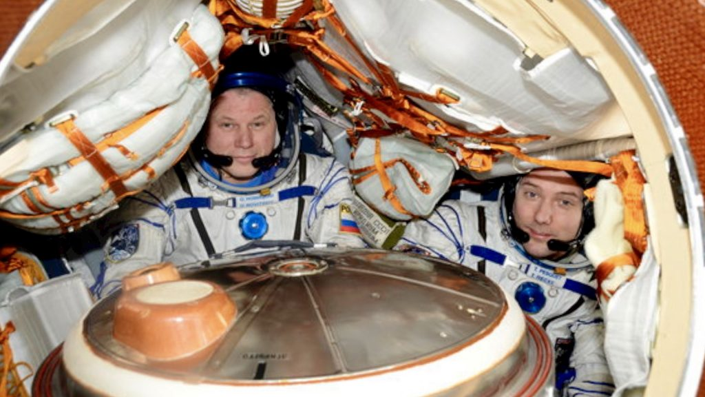 French Russian Astronauts return to earth