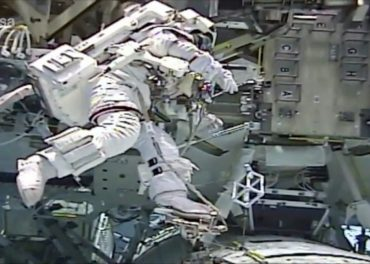 Tim Peake Trains New Astronaut