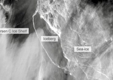 Huge Antarctic Iceberg finally breaks free
