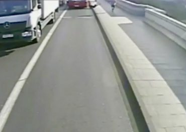 Jogger Pushes Woman In Front of Bus