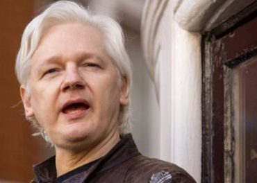 Ecuador Gives Julian Assange a Passport