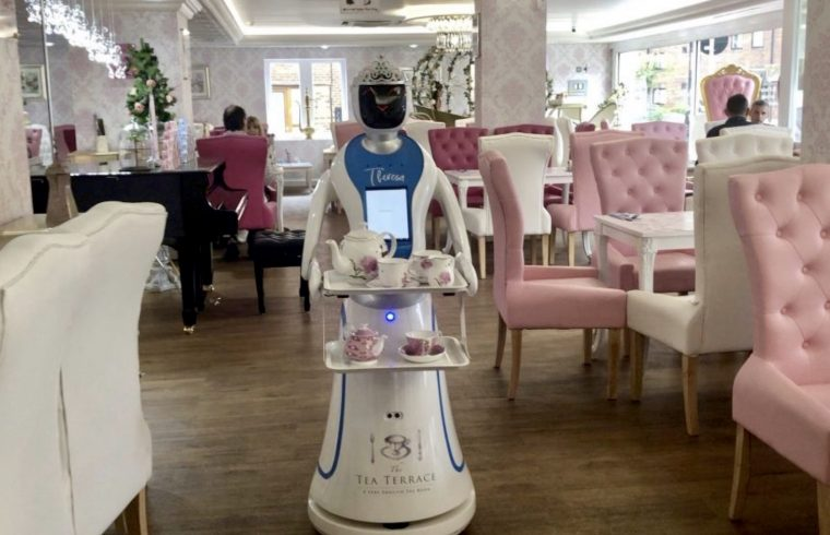 Robot Waitress First in UK to Serve Customers