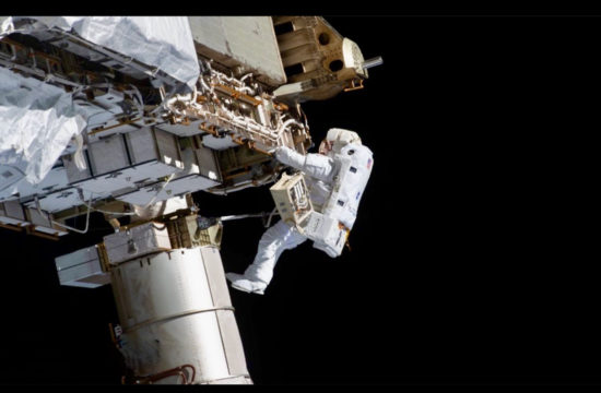 LIVE-NASA: Spacewalk to finish upgrades