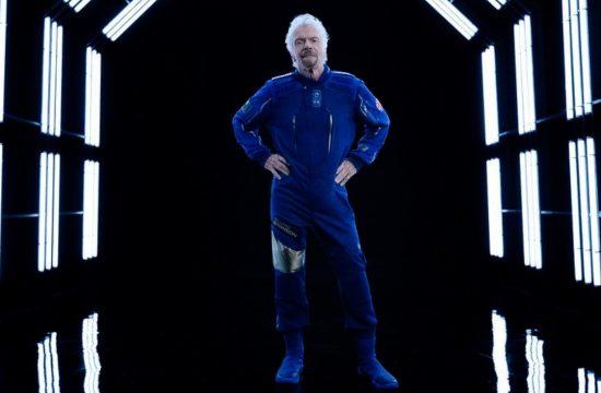 Richard Branson makes spaceflight 11 July