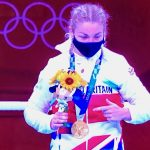 Lauren Price and gold medal